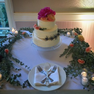 The best #mincreation to date! A wedding cake for #dasieadventures